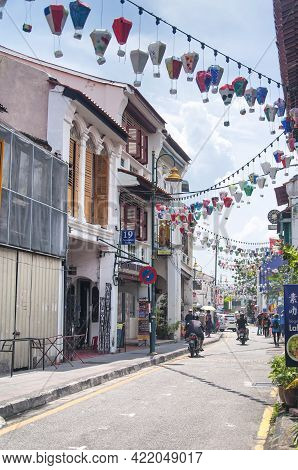Penang, Malaysia.  August 20, 2017.  Tourists Visiting The Historic Georgetown Area As Paper Balloon