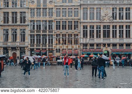 Brussels, Belgium - August 17, 2019: Tourists On Grand Place, The Central Square Of Brussels Surroun