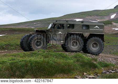 Snow Swamp Off-road And All-terrain Vehicle Predator For Transporting Tourists And Travelers In Most