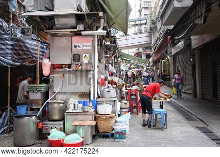 Hong Kong - Apr. 19, 2011: Unique Open-air Street Food Stalls Known As Dai Pai Dong In Hong Kong Cen