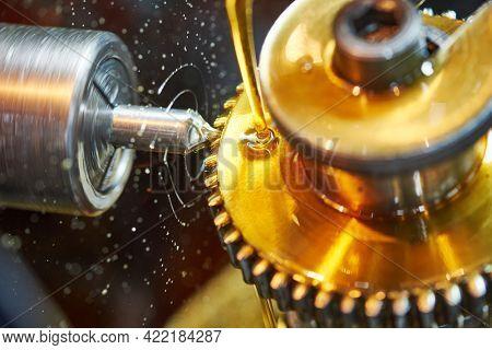 metalworking gear wheel machining with oil lubrication