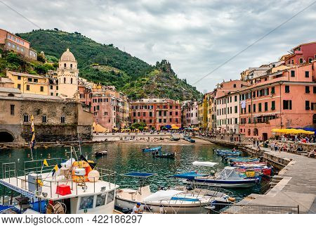 Vernazza, Italy - May 28 2018: View Of The Port. Vernaza  Is One Of The 5 Towns That Make Up Cinque