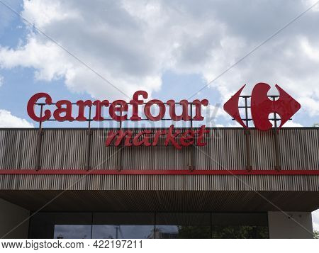 Sint Gillis Waas, Belgium, May 23, 2021, Logo And Facade Of A Carrefour Market, Located In East Flan