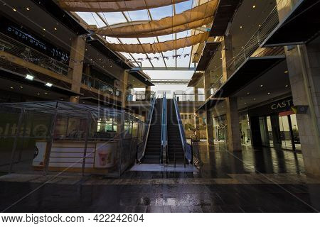 Jerusalem-israel. 01-27-2021. Ramot Mall Is Empty Of People, During The Curfew And The Government Ba