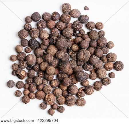 Top View Of Pile Of Allspice Jamaica Pepper Close Up On Gray Ceramic Plate