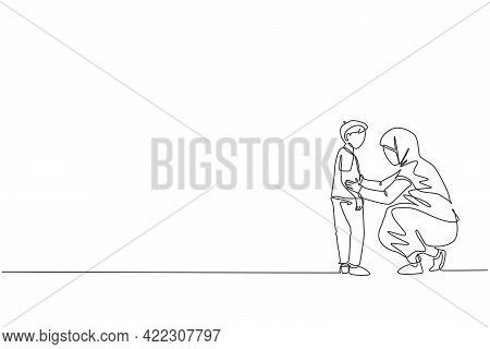 Continuous One Line Drawing Of Young Arabian Mom Giving Talk, Advising To Her Boy Good Thing. Happy