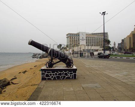 Colombo, Sri Lanka - 12 Jan 2011: The Gun On The Seafront In Colombo, Sri Lanka