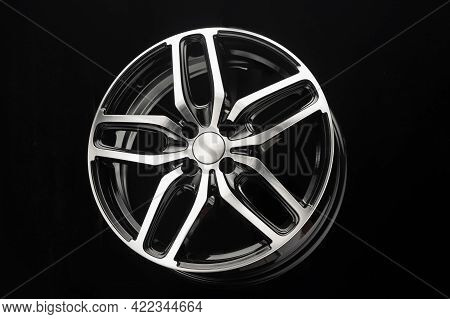 Car Alloy Wheel, A Sporty Lightweight For Giving A Sporty Look To The Car