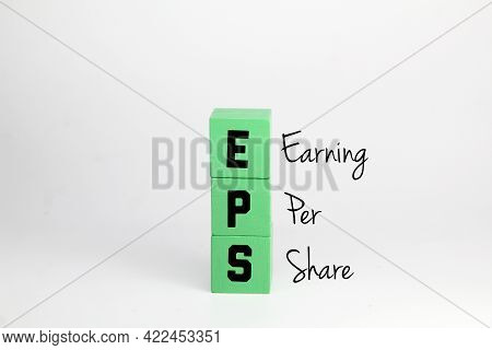 Green Cube With The Word Earnings Per Share