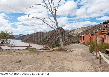 Gamkapoort Dam, South Africa - April 6, 2021: Chalets Overlooking The Gamkapoort Dam In The Swartber
