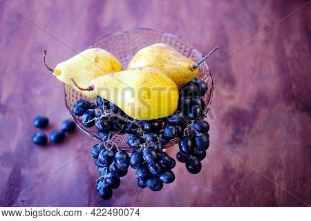 Wonderful Food: Dark Grape And A Few Ripe Yellow Pears