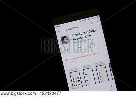 Kerala, India - June 02, 2021: Drop-in Audio Chat App Clubhouse Showing Incompatible With Android Ve