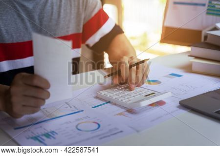 Professional Entrepreneurship Calculating The Bill, Business Profits, Income, Loss Earnings.