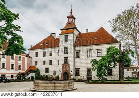 Trebon, Czech Republic - May 28,2021.renaissance Chateau With Baroque Fountain Surrounded By Magnifi