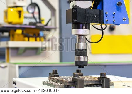 Close Up Servo Motor And Collet Of Accuracy Universal High Speed Electric Screw Tapping Machine Flex