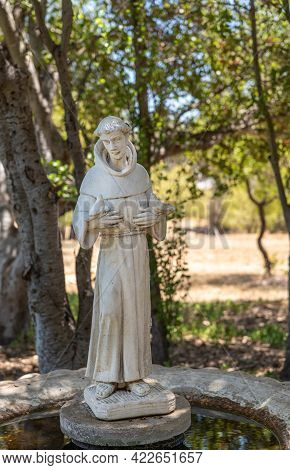 Santa Inez, Ca, Usa - May 26, 2021: San Lorenzo Seminary. White Saint Francis Statue In Garden Fount