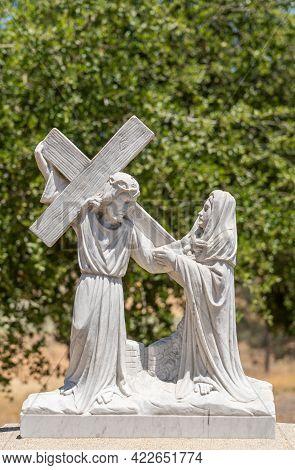 Santa Inez, Ca, Usa - April 3, 2009: San Lorenzo Seminary. Station Of The Cross Number 8 White Marbl