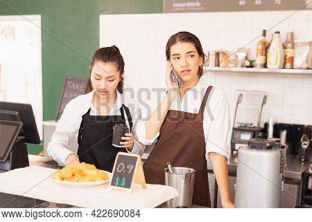 Caucasian Barista Woman Confirms Online Orders With Customer Via Mobile Phone, Asian Barista Woman P