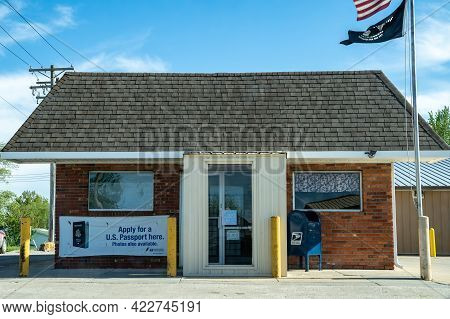 Polo, Missouri - May 4, 2021: Exterior Of The Polo, Mo Usps Post Office On A Sunny Day