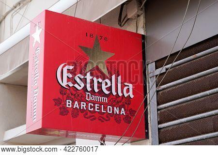 Bordeaux , Aquitaine France - 06 01 2021 : Estrella Damm Barcelona Logo And Text Sign On Restaurant