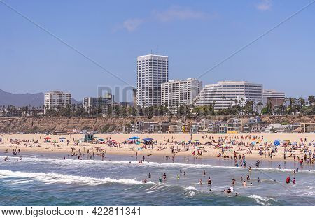Santa Monica, Ca, Usa - June 20, 2013: Beach And Surf Full Of Bathers Just North Of The Pier Under B