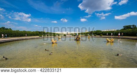 Saint- Petersburg, Russia - June 18, 2018: Grand Peterhof Palace And Fountain In The Upper Garden Of