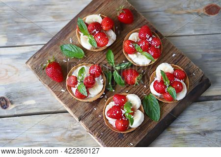 Delicious Tartlets With Strawberries And Banana. Healthy Summer Dessert. Strawberry Dessert.