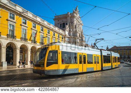September 21, 2018:  Yellow Tram Carrier Stopped At Praca Do Comercio And Arco Da Rua Augusta In Lis