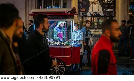 Istanbul, Turkey - November 2019: Man Selling Roasted Chestnut On The Main Pedestrian Taksim Istikla