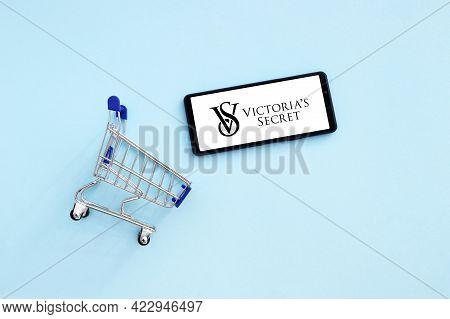 Kharkov, Ukraine - November 12,2020: Shopping Cart With A Smartphone Opened Victorias Secret Logo On