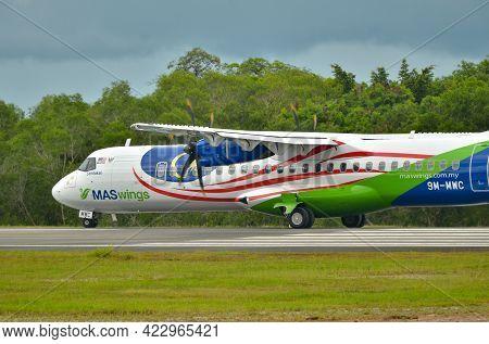 Labuan Ft,malaysia-may 21,2021: Maswings Aircraft Atr-72-500 Display The Malaysian National Flag Air