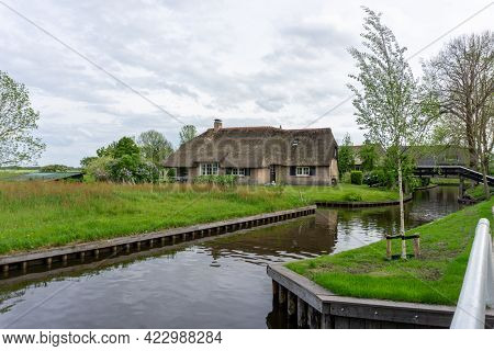Giethoorn, Netherlands - 23 May, 2021: View Of The Picturesque Village Of Giethoorn In The Netherlan