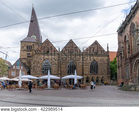 Street Cafe In The Old Town Of Bremen With The Church Of Our Lady Behind