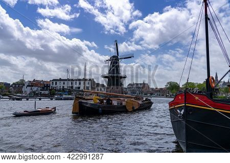 Haarlem, Netherlands - 21 May, 2021: Historic River Houseboat And Dingy Arriving In The Marina On Th