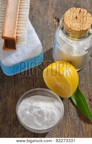 cleaning tools with lemon and sodium bicarbonate