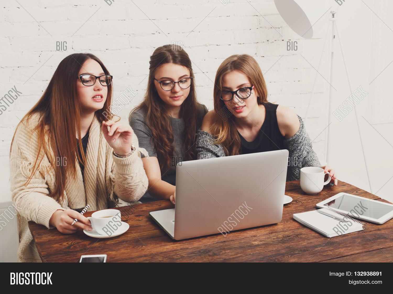 Образ девушки для работы работа курьер девушки