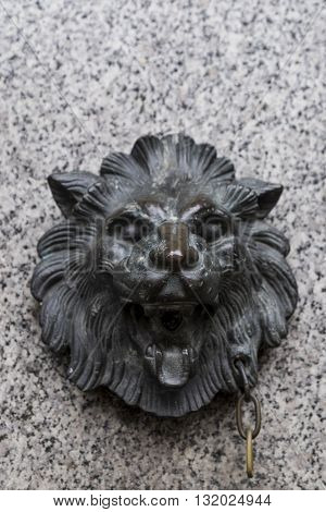 Small decorative statute of lion's head in brass