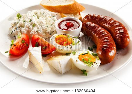 Breakfast - boiled egg, fried sausages, cottage cheese and vegetables
