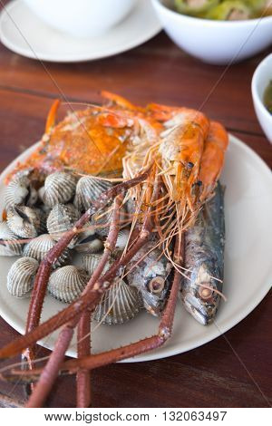 Sea food : Boiled crabsSteamed cockles and shrimp