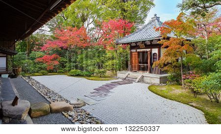 Colorful Autumn at Kennin-ji Temple in Kyoto