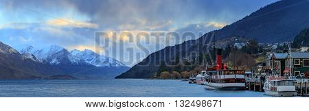 panorama beautiful scenic of lake wakatipu queenstown south island new zealand