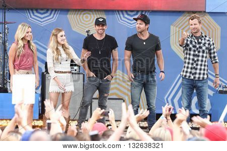 NEW YORK-JUNE 26: (L-R) Taylor Dye, Madison Marlow, Canaan Smith, Kip Moore & Dierks Bentley perform at ABC's Good Morning America Concert Series at Rumsey Playfield June 26, 2015 in New York City.