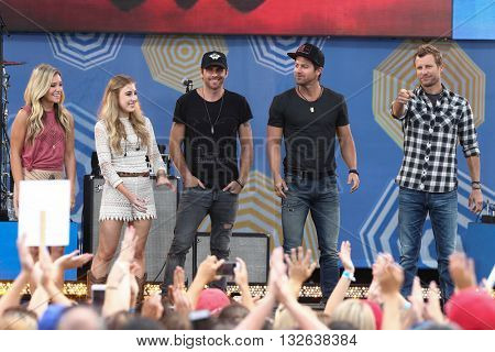 NEW YORK-JUNE 26: (L-R) Taylor Dye, Madison Marlow, Canaan Smith, Kip Moore & Dierks Bentley perform at ABC's Good Morning America Concert Series at Rumsey Playfield on June 26, 2015 in New York City.