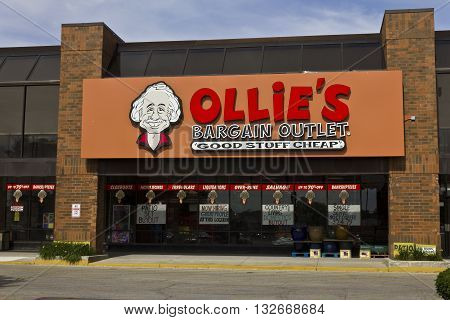 Indianapolis - Circa June 2016: Ollie's Bargain Outlet. Ollie's Carries a Wide Range of Closeout Merchandise II