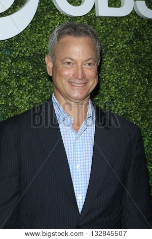 LOS ANGELES - JUN 2:  Gary Sinise at the 4th Annual CBS Television Studios Summer Soiree at the Palihouse on June 2, 2016 in West Hollywood, CA