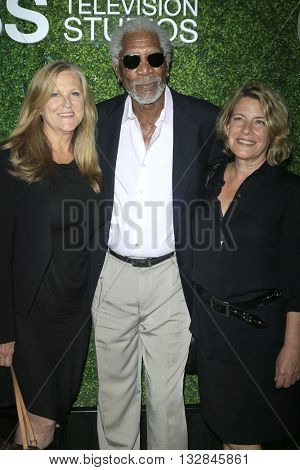 LOS ANGELES - JUN 2:  Lori McCreary, Morgan Freeman, Barbara Hall at the 4th Annual CBS Television Studios Summer Soiree at the Palihouse on June 2, 2016 in West Hollywood, CA