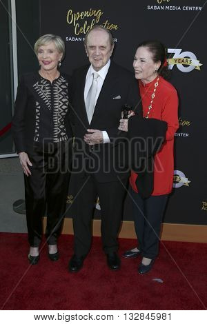 LOS ANGELES - JUN 2:  Florence Henderson, Bob Newhart and wife at the Television Academy 70th Anniversary Gala at the Saban Theater on June 2, 2016 in North Hollywood, CA