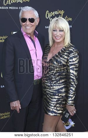 LOS ANGELES - JUN 2:  Alan Hamel, Suzanne Somers at the Television Academy 70th Anniversary Gala at the Saban Theater on June 2, 2016 in North Hollywood, CA