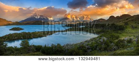 South America, Chile, Magallanes Region, Torres del Paine National Park, Lago Pehoe - panoramic landscape.