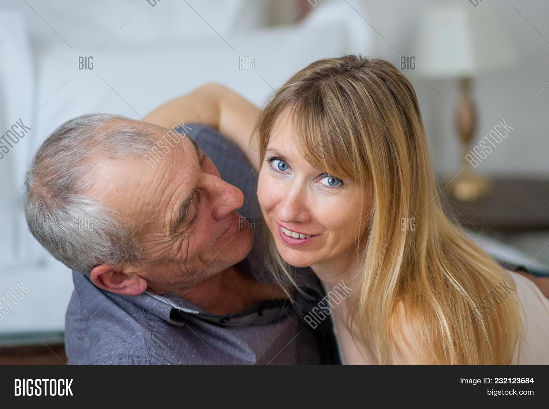 Dating sexy senior NaughtySeniors